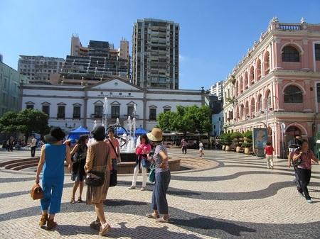 -17- セナド広場と民政総署ビル.JPG